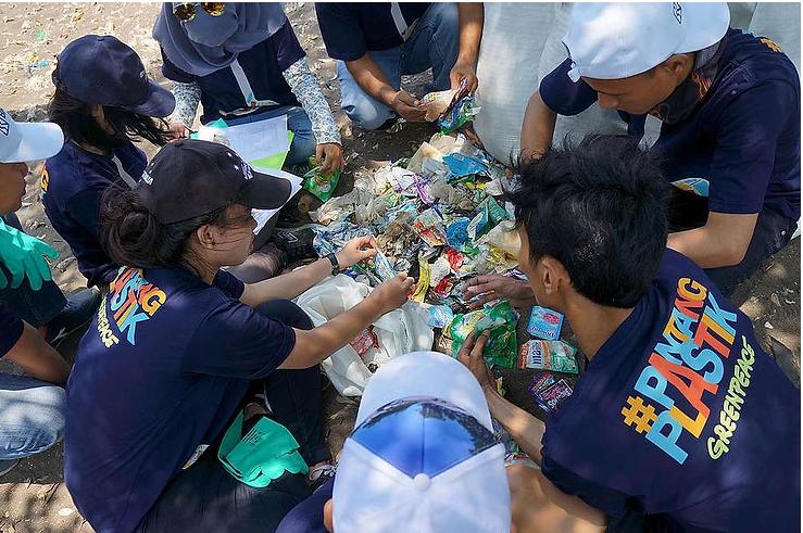 Merespon Permasalahan Sampah Plastik di Perairan Kita a